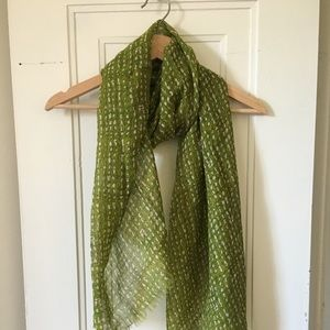 Green pattern light scarf